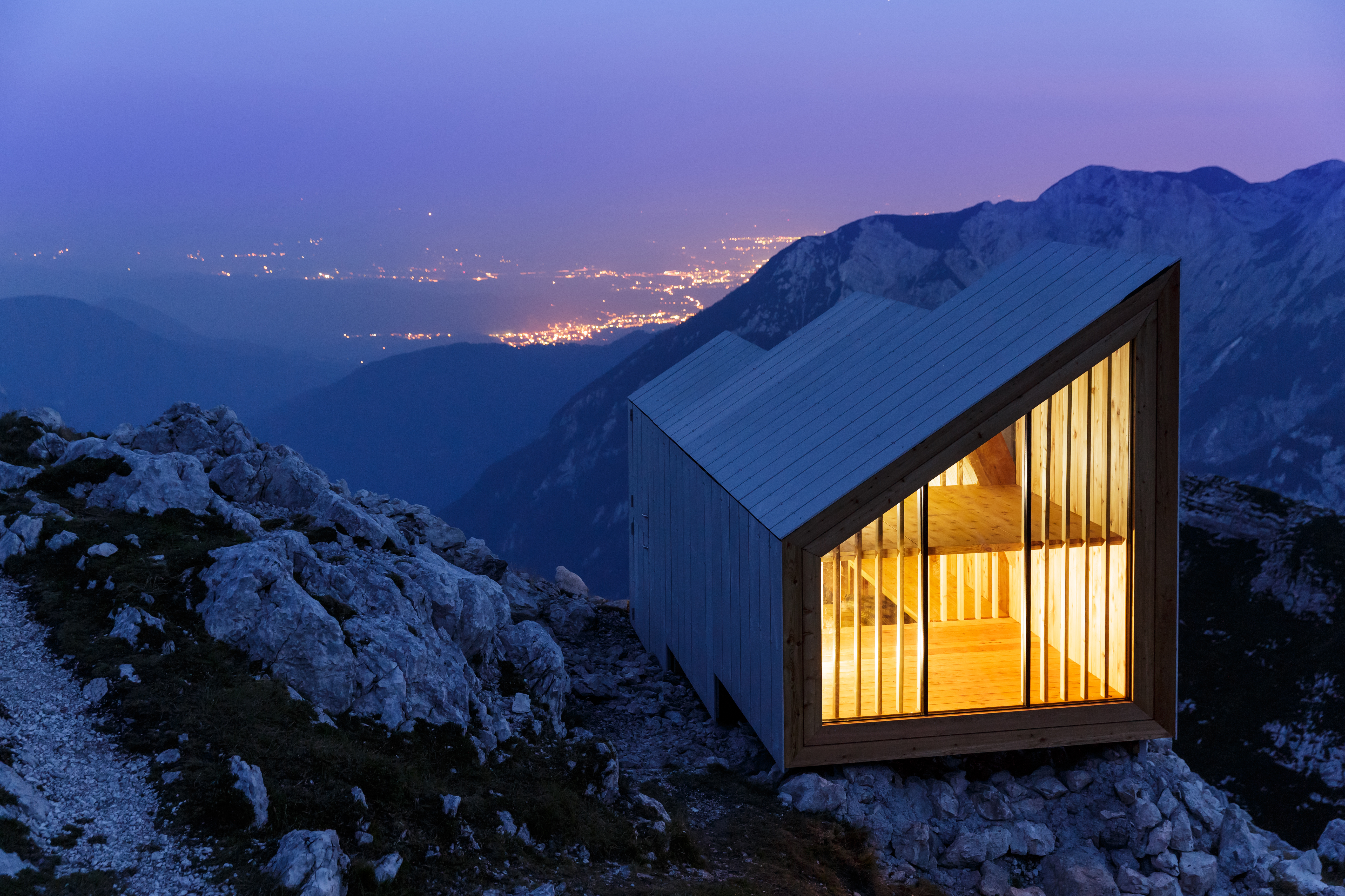 01_Slovenian-alps-cabin_AC_3503_MAY-ONLY-BE-USED-FOR-ANNUAL-REPORT-2015_COM.jpg